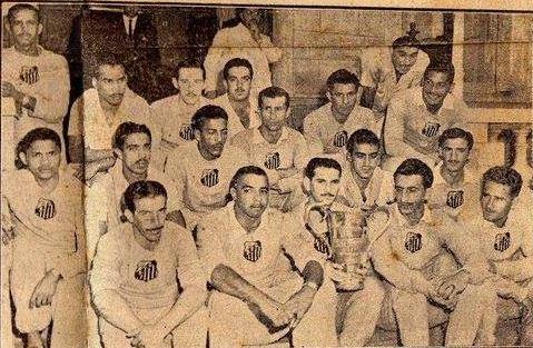 1949 - Elenco com a Taça Cidade de São Paulo