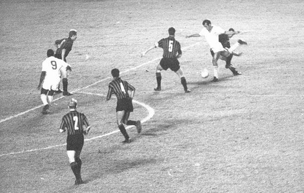 1963-11-16 - Santos 1 x 0 Milan-ITA (12)
